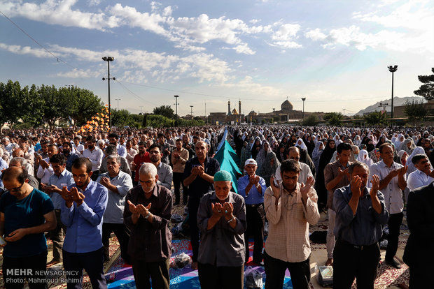 Iranians mark Eid al-Fitr with prayers