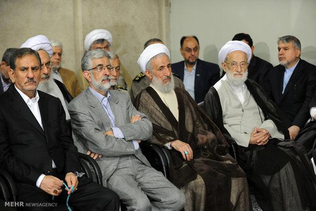 Leader receives officials, foreign envoys