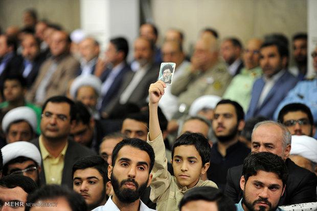 لقاء كبار المسؤولين وسفراء الدول الاسلامية مع قائد الثورة الاسلامية