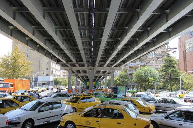ادامه عملیات تغییر وضعیت پل خیابان کریمخان
