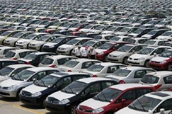 اعتراض خودروسازان به اعلام خودروهای غیراستاندارد/هجوم مشتریان برای انصراف