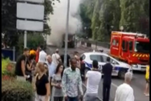 آتش گرفتن یک اتوبوس در پاریس
