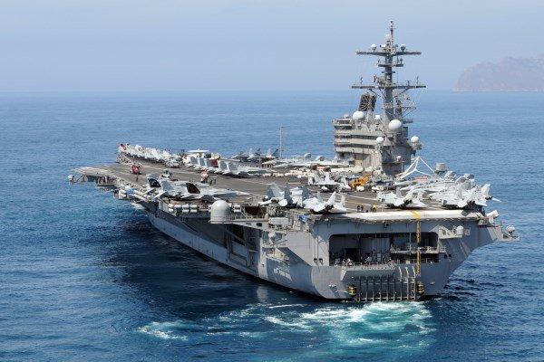 آماده باش ناوها و جنگنده های آمریکا برای حمله احتمالی به سوریه