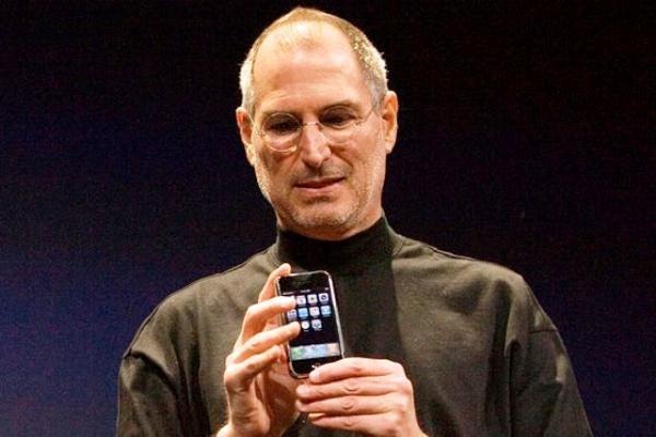 """""""Steve Jobs"""" İran'da sahneye çıkıyor!"""