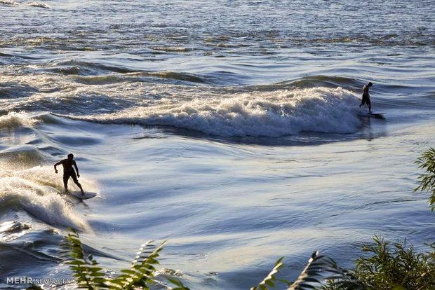 بهترین مکان ها برای موج سواری در جهان