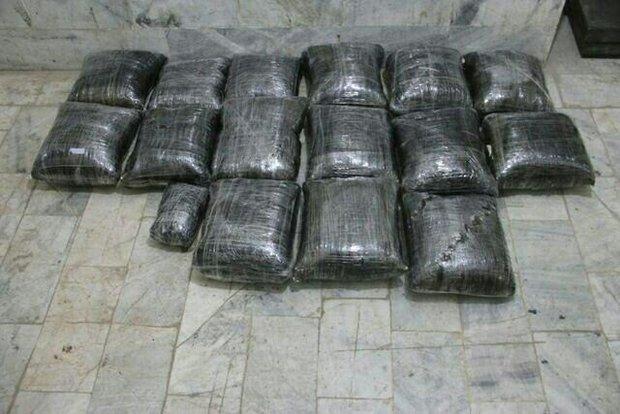 ۶۳ کیسه موادمخدر به همراه مهمات جنگی در کهنوج از قاچاقچیان کشف شد