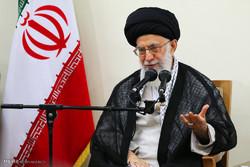 قائد الثورة يؤكد على ضرورة الدفاع عن الشخصيات والشعوب الاسلامية المظلومة