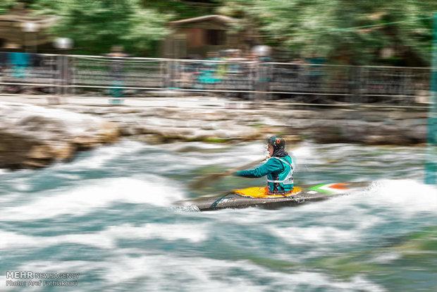 İranlı kadınlardan Slalom Kayakçılığı