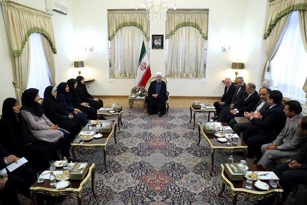 روحانی با گروهی از مدیران، مهندسان و متخصصین وزارت نفت دیدار کرد,