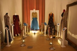 جوانان در انتخاب پوشاک به اصالت خود رجوع کنند