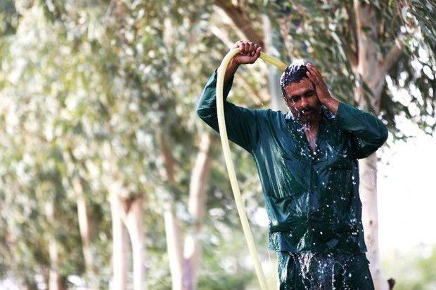 دمای بالاتر از ۴۹ درجه در خوزستان تداوم دارد