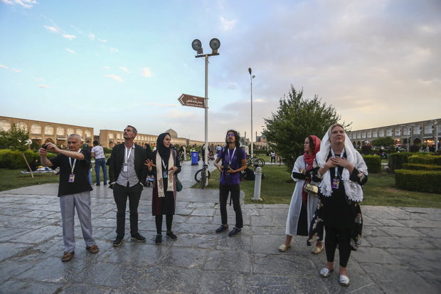 Foreign filmmakers visit historical city of Isfahan