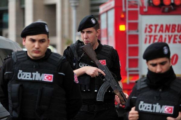 """تركيا تعتقل 100 خبير معلوماتي """"ساعدوا الانقلاب"""""""