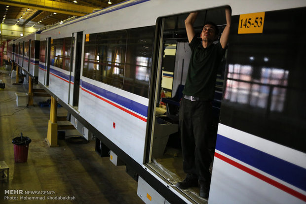 Trilateral agreement signed to build subway carriages in Iran