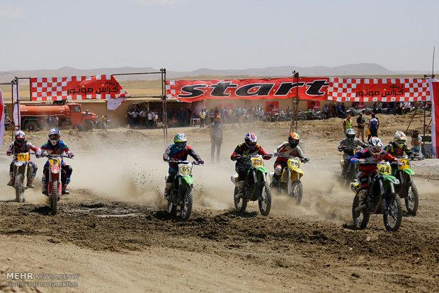 Hemedan'da motosiklet yarışması