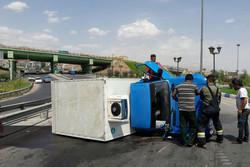 فیلم/۲حادثه واژگونی خودرو در ۲روز پشت سرهم در یک نقطه شهر تبریز