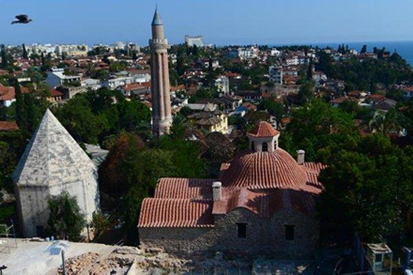 Antalya'da okullara 'fırtına ve hortum' tatili
