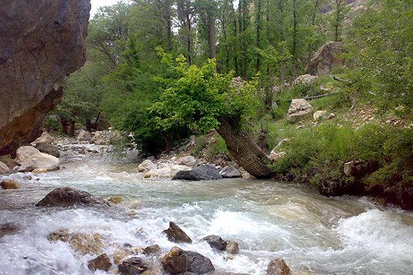 """نهر """"كرج"""" أحد أجمل المعالم السياحية الطبيعية في ايران"""