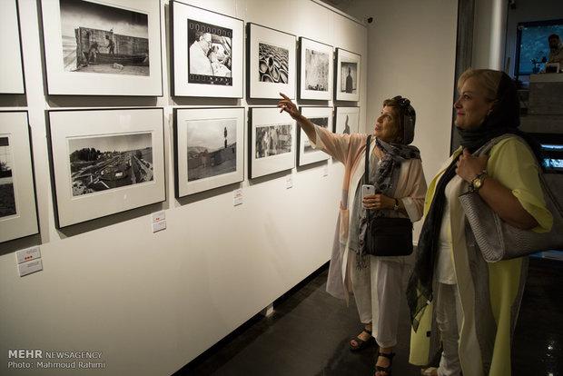 İranlı yönetmen Kiyarüstemi anısına sergi açıldı