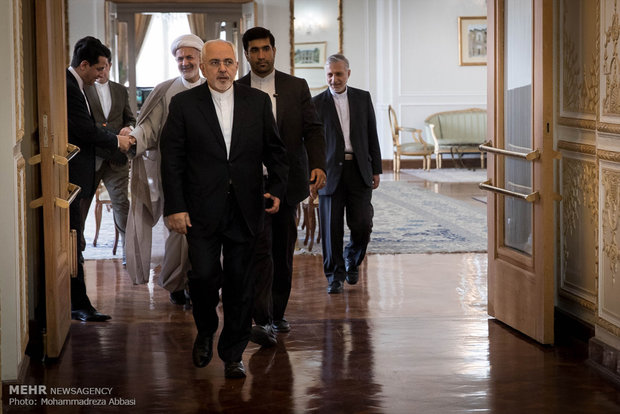 Iran, Oman FMs meet in Tehran