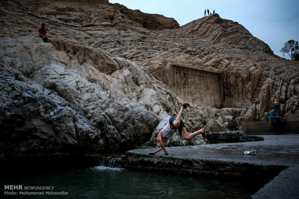 آبتنی تابستانی در چشمه علی