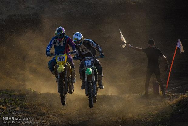 Tahran'ın motosiklet yarış pistinden kareler