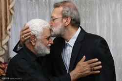 لاريجاني يزور أسرة احد شهداء الهجوم الارهابي على مجلس الشورى الاسلامي
