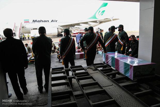 ورود پیکر 18 شهید گمنام دفاع مقدس از طریق فرودگاه اهواز