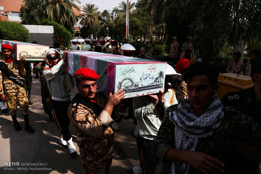 ورود پیکر ۱۸ شهید گمنام دفاع مقدس از طریق فرودگاه اهواز