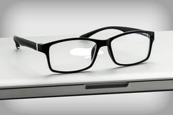 اپتومتریستها نباید برای ساخت عینک طبی در تنگنا قرار بگیرند