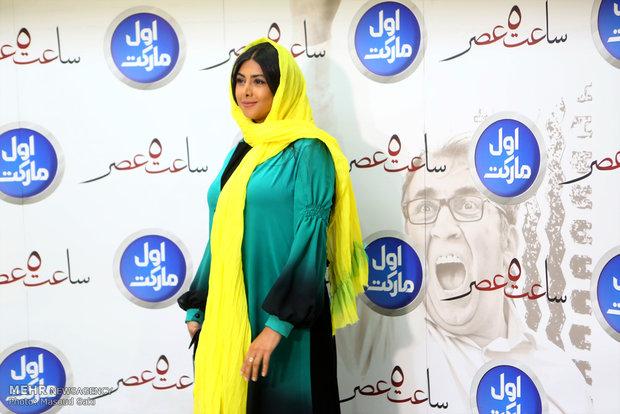 حضور آزاده صمدی، بازیگر در مراسم اکران خصوصی فیلم سینمایی ساعت 5 عصر