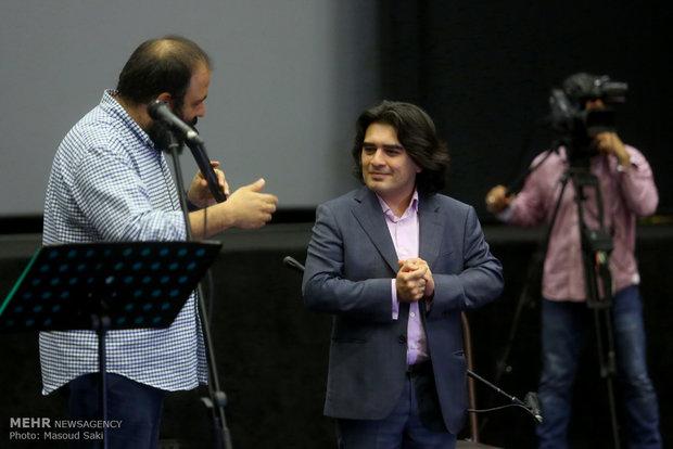 اجرای زنده موسیقی توسط سامان احتشامی در مراسم اکران خصوصی فیلم سینمایی ساعت 5 عصر