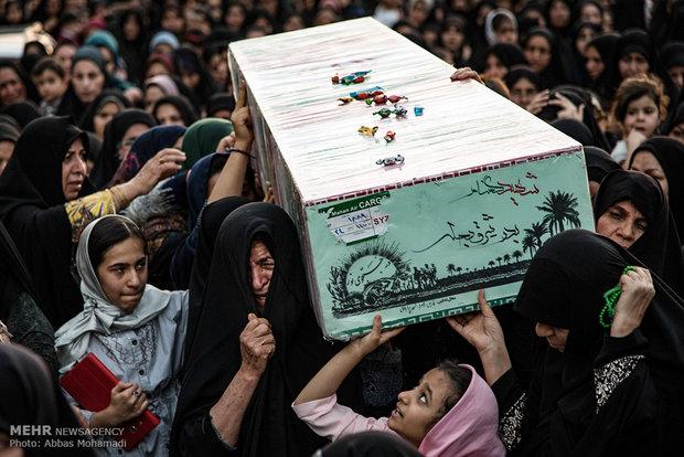 تشییع و خاک سپاری پیکر مطهر دو شهید گمنام دفاع مقدس در شهرستان لامرد