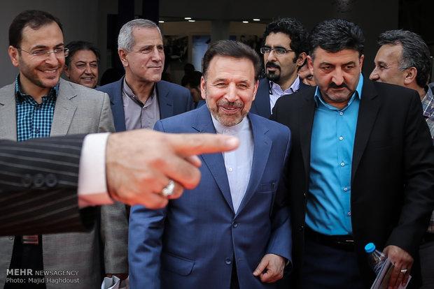 بازدید وزیر ارتباطات و فناوری اطلاعات ایران از نمایشگاه الکامپ