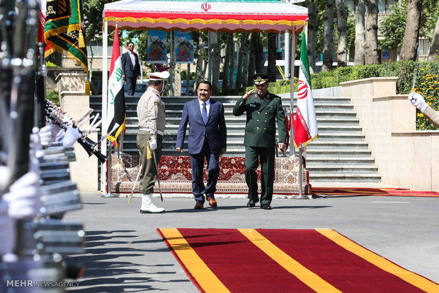 Iraqi defense min. officially welcomed in Tehran