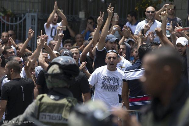 المقدسيون يتظاهرون احتجاجا على إغلاق ابواب مسجد الاقصى
