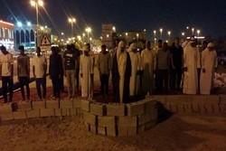 پافشاری بحرینی ها بر اقامه نماز در مساجد تخریب شده توسط آل خلیفه