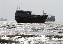 سرنشینان شناور باری مسیر دوبی به گناوه نجات یافتند
