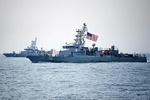 'ABD gemisi, İran gemisine uyarı ateşi açtı' iddiası