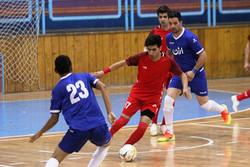 همه بازیکنان و مربیان تیم «آتلیه طهران» قمی هستند