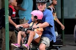 دوچرخهسواری رابرت دنیرو در نیویورک/ پدرخوانده در شهر دیده شد