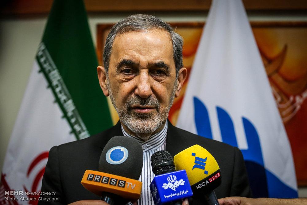 ولایتی در جمع خبرنگاران: ایران با دعوت دولت قانونی سوریه در این کشور حضور دارد