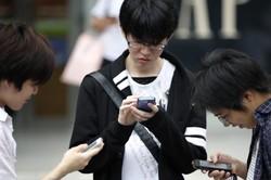 نوجوان موبایل