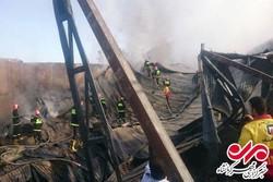 مهار آتشسوزی انبار روغن خودرو در کرمانشاه/بکارگیری ۱۰۰ آتشنشان