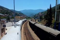 منشور زندگی روی ریل قطار
