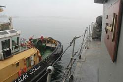 سفينتان حربيتان إيرانيتان ترسوان في ميناء صلالة العماني