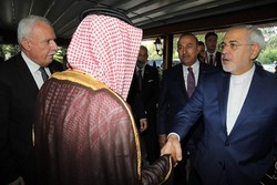 Zarif, Jubeir shake hands on OIC meeting sidelines