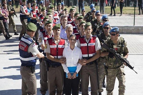 ترکی میں سابق ملازمین کی گرفتاریوں کے لئے پولیس کا کریک ڈاؤن جاری