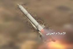 القوات اليمنية تقصف بصاروخ بدر1 الباليستي لواء الرادارات السعودي
