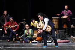 Iranian folk music ensemble Rastak gives a concert during the 32nd Fajr International Music Festival at Tehran's Vahdat Hall on Jan. 14, 2017. (Honaronline/Bahareh Asadi)